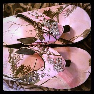 fa8ea9ca9b8645 Realtree Shoes - Women s Pink Camo Real Tree Flip Flops